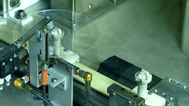 stockvideo's en b-roll-footage met cd printing robot - dvd