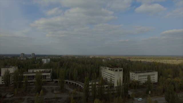 stockvideo's en b-roll-footage met pripyat abandoned town near chernobyl nuclear power plant - kernramp van tsjernobyl