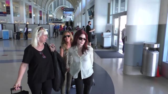 priscilla presley at los angeles international airport at celebrity sightings in los angeles on august 19, 2016 in los angeles, california. - プリシラ プレスリー点の映像素材/bロール