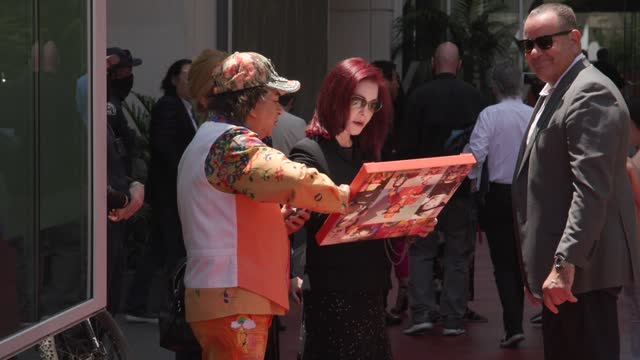 priscilla presley attends a ceremony honoring television producer nigel lythgoe with a star on the hollywood walk of fame on july 09, 2021 in... - プリシラ プレスリー点の映像素材/bロール