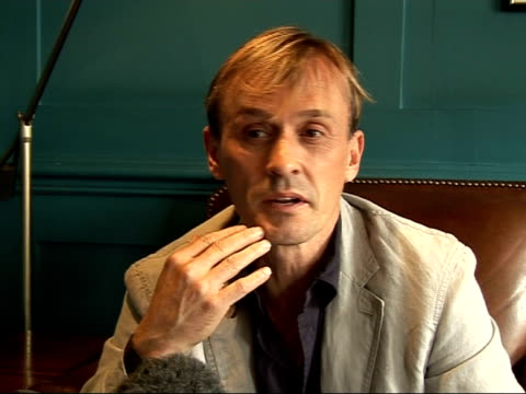 Prison Break's Robert Knepper interview ENGLAND London Soho House INT Robert Knepper interview SOT On how everybody is in love with TBag / Is happy...