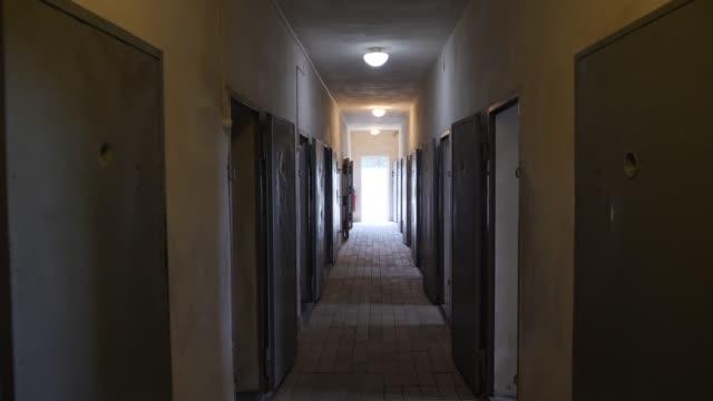 prison cells at the former sachsenhausen concentration camp at the sachsenhausen concentration camp memorial on january 27, 2020 in oranienburg,... - gefängnis stock-videos und b-roll-filmmaterial