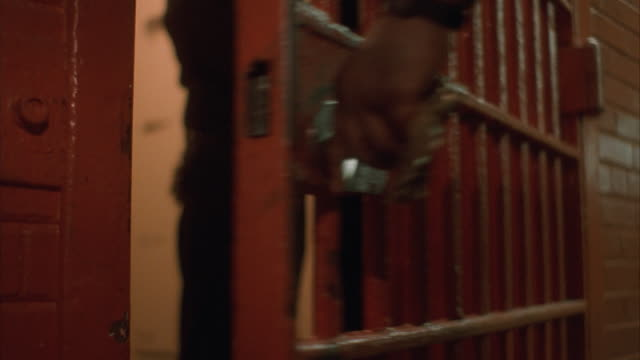 stockvideo's en b-roll-footage met cu, prison guard opening prison cell door, male prisoner exiting (mid section) - cel