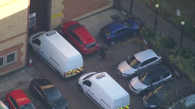 prison service branded 'in crisis' following recent riots and escapes ext bedford prison with white prison vans parked outside - 脱獄する点の映像素材/bロール