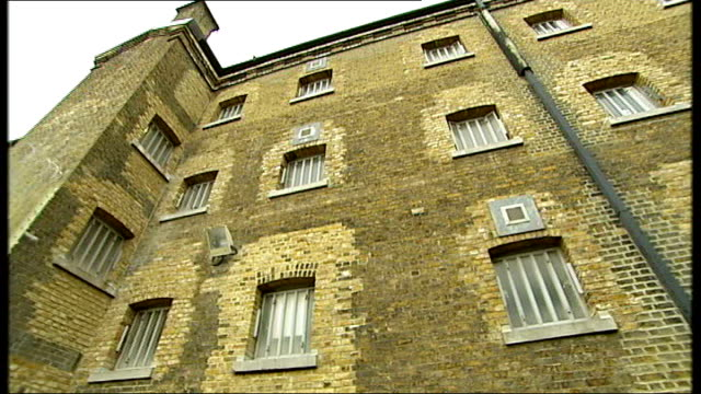 prison survey reveals high use of heroin substitute drug subutex; england: west london: wandsworth prison: ext general views exterior of prison... - 代理点の映像素材/bロール