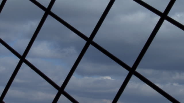vídeos de stock, filmes e b-roll de prisão - grade de prisão