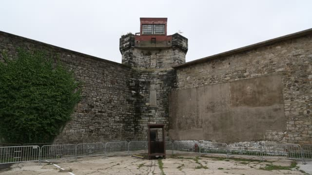 prison walls at eastern state penitentiary, philadelphia - eastern state penitentiary stock videos & royalty-free footage