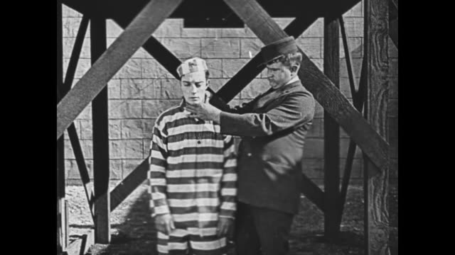 1920 prisoner (buster keaton) finds himself before gallows - galgen stock-videos und b-roll-filmmaterial