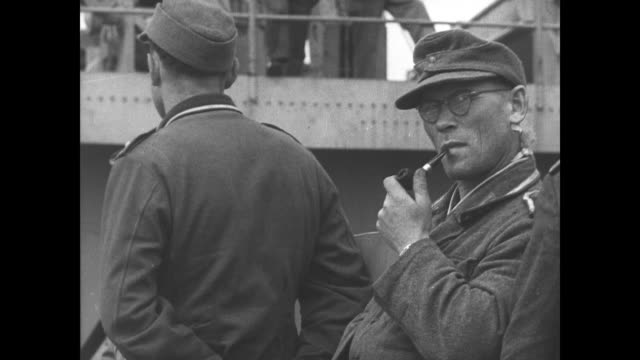 prisoners board coast guard transport ship - prigioniero di guerra video stock e b–roll