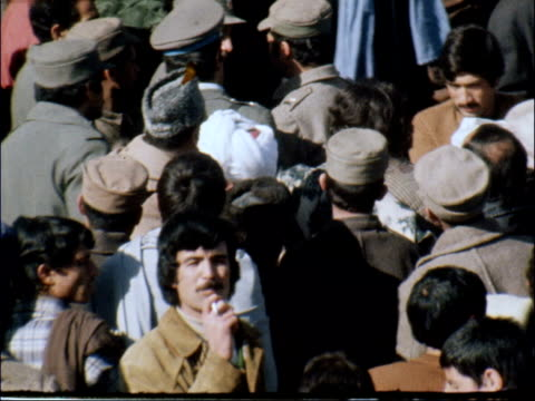 prisoners released; afghanistan: kabul: pul-e-charkhi prison : ext waiting crowd r-l vehicles and people to - up desert road pull vast crowd waiting... - afghanistan stock videos & royalty-free footage