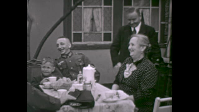 vidéos et rushes de private garden in berlin in times of world war ii people having fun one of the men is officer of the german army three men smoking and playing card... - wehrmacht
