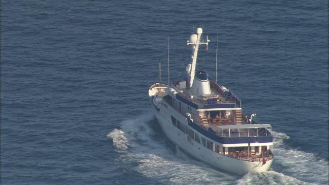 vidéos et rushes de private motor yacht off ile de porquerolles - var