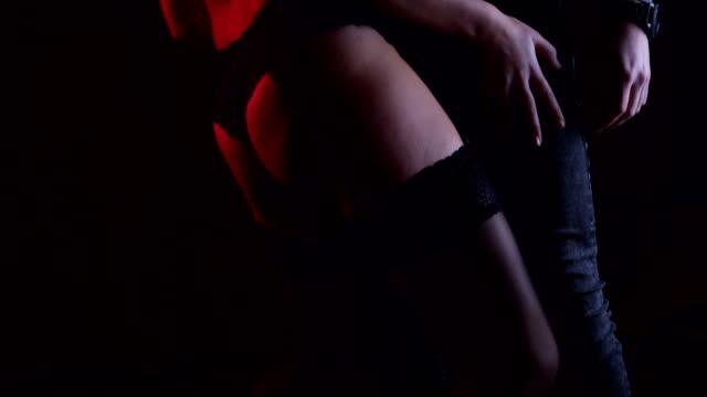 vídeos de stock e filmes b-roll de private striptease - feminilidade