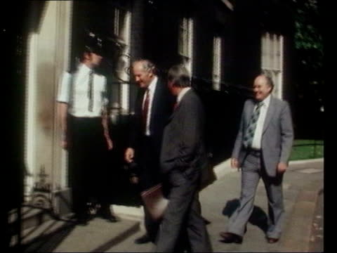 private-public parternships: unions meet tony blair to discuss fears; lib union leaders len murray, david basnett and another along to number 10 lib... - ヒュー・スキャンロン点の映像素材/bロール