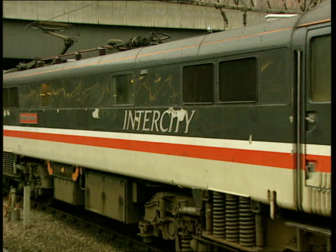 vídeos de stock e filmes b-roll de privatisation plans ext cms maclean i/c sot ms intercity train along very slowly waterloo cms stephen milligan mp intvwd sot we are going to have... - british rail