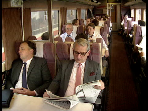 vidéos et rushes de privatised rail travel; england: int train gv view down first class carriage full of businessmen: gv packed commuter train with many standing: ext gv... - wagon