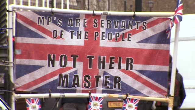 pro brexit protesters holding banners and signs outside the houses of parliament - referendum stock videos & royalty-free footage
