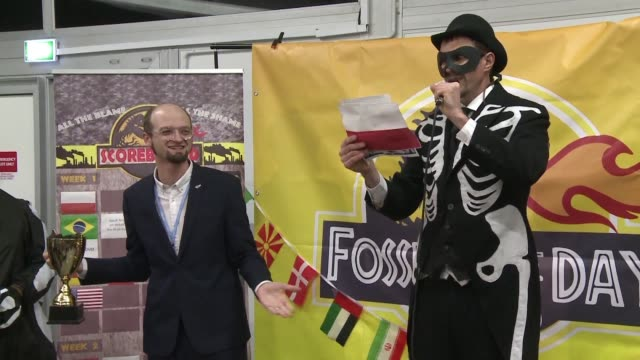 pro climate ngos award poland the satirical fossil of the year award during a spoof ceremony for the country's reluctance to ditch coal and reduce... - satira video stock e b–roll