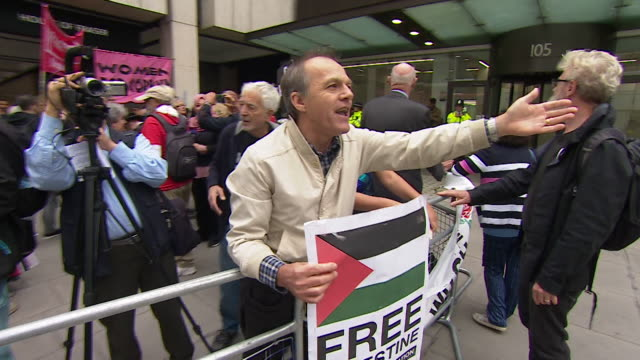 pro israel and palestinian supports clash in a demo in central london - prejudice stock videos & royalty-free footage