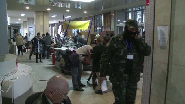pro russian rebels in eastern ukraine defiantly kept their grip on nearly a dozen towns on friday refusing to abide by an international deal aimed at... - dozen stock videos & royalty-free footage
