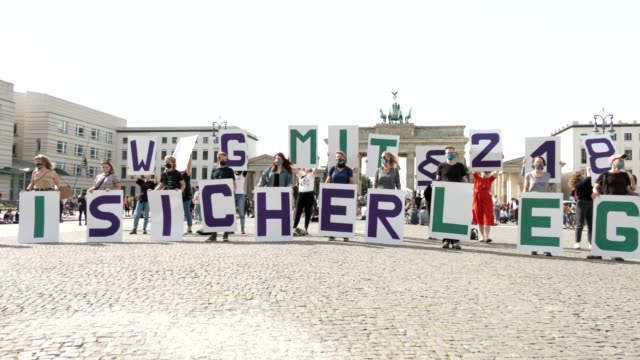 proabortion protesters stand behind a banner that reads 'abolish article 218' in front of brandenburg gate during their counterdemonstration against... - weg stock videos & royalty-free footage