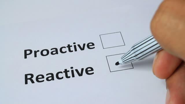 stockvideo's en b-roll-footage met proactive and reactive checker choice - initiatief