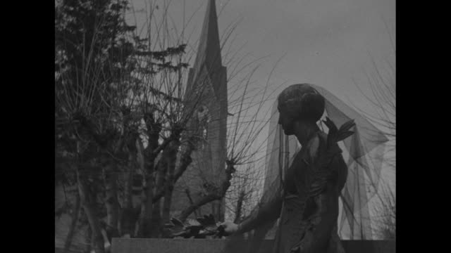vidéos et rushes de [probably oradoursurglane] cu man places wreath at stone memorial crowd in bkgd // [bordeaux] crowd of people walk up with wreaths and place them at... - prêtre