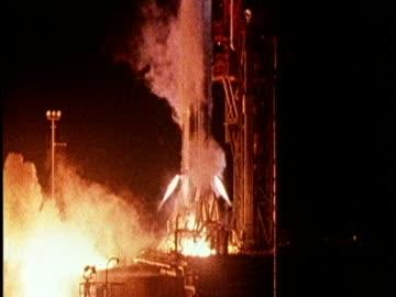 vídeos y material grabado en eventos de stock de probe mariner 10 takes off on mission to mercury; 03 nov 73 - misión espacial