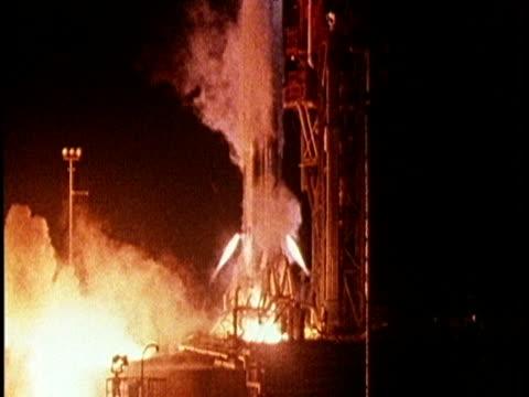 stockvideo's en b-roll-footage met nasa probe mariner 10 takes off on mission to mercury 03 nov 73 - ruimtemissie