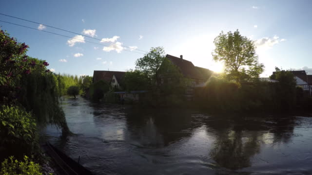 vidéos et rushes de problems with high water levels of the river ill - inondation