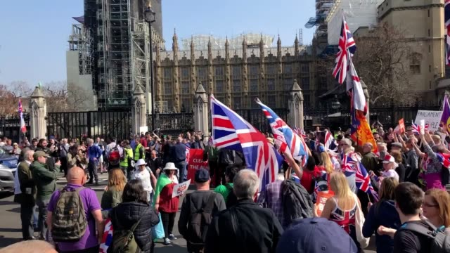 stockvideo's en b-roll-footage met pro-brexit campaigners have blocked the road outside parliament. the protesters converged on the road stopping a pro-remain van. - brexit