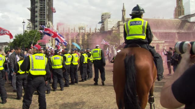 pro-brexit protesters clashing with police in westminster - confrontation stock videos & royalty-free footage
