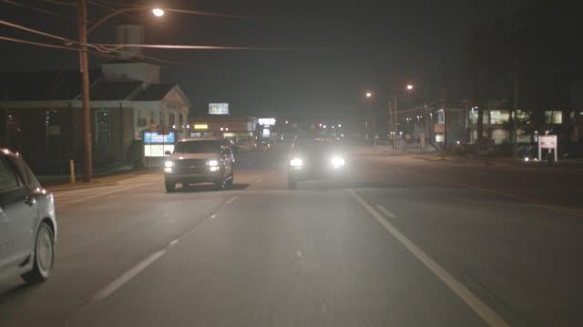 vídeos y material grabado en eventos de stock de process plate straight back driving on suburban city street. - faro luz de vehículo