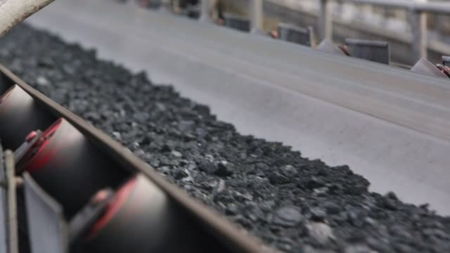 processed coal on conveyor belt - close up - miniera video stock e b–roll