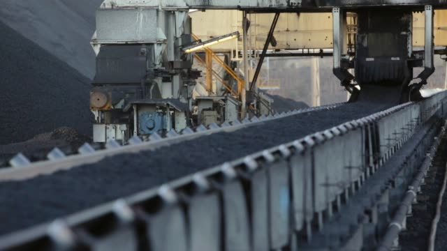 processed coal on conveyor belt leaving plant - pit mine stock videos and b-roll footage