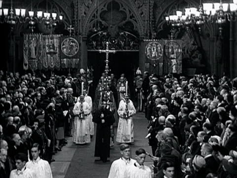 a procession of religious officials move past the congregation in westminster abbey for the wedding of princess elizabeth and the duke of edinburgh... - religiöse kleidung stock-videos und b-roll-filmmaterial
