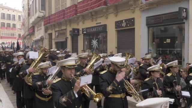 procession of the brotherhoods on easter sunday, malaga, andalucia, spain, europe - ブラスバンド点の映像素材/bロール