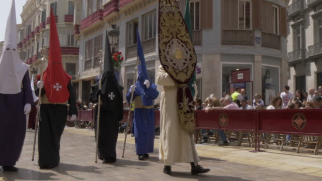 vídeos y material grabado en eventos de stock de procession of the brotherhoods on easter sunday, malaga, andalucia, spain, europe - religión