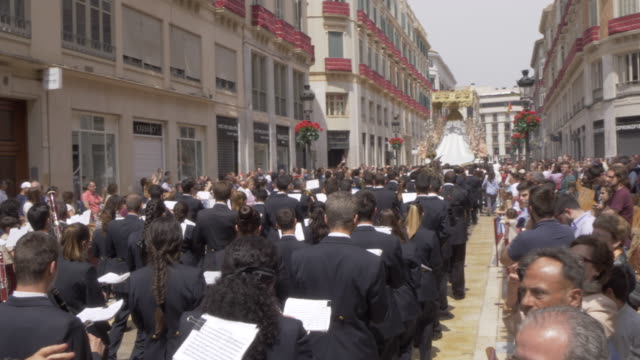 procession of the brotherhoods on easter sunday, malaga, andalucia, spain, europe - festwagen stock-videos und b-roll-filmmaterial