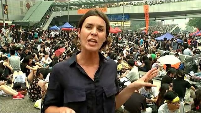 prodemocracy protests continue in hong kong china hong kong ext reporter to camera mass protesters in road banner 'do u hear the people sing' gv... - occupy central stock videos & royalty-free footage
