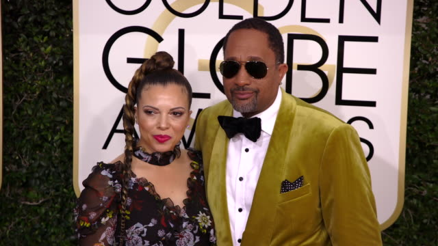 producer kenya barris and dr rainbow edwardsbarris at the 74th annual golden globe awards arrivals at the beverly hilton hotel on january 08 2017 in... - ビバリーヒルトンホテル点の映像素材/bロール