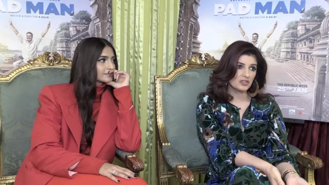 vídeos de stock e filmes b-roll de producer twinkle khanna and actress sonam kapoor speak at the bentley hotel in kensignton about their new film pad man - atriz