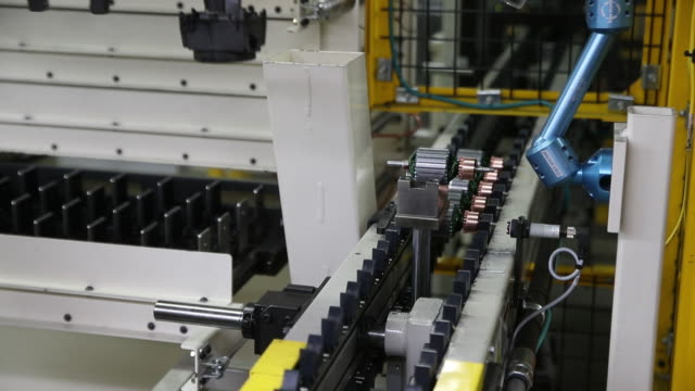 stockvideo's en b-roll-footage met production line at the blendtec factory in orem utah us on friday september 27 2019 - orem utah