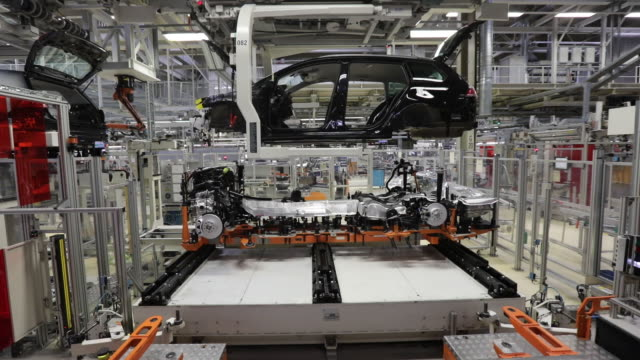 production line at volkswagen ag factory zwickau sachsen germany on monday june 17 2019 - sachsen stock-videos und b-roll-filmmaterial