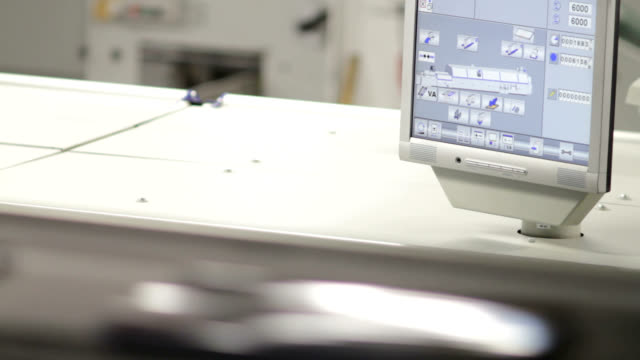 stockvideo's en b-roll-footage met dvd production line - dvd