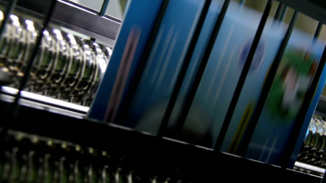 vídeos de stock, filmes e b-roll de dvd production line - dvd cd