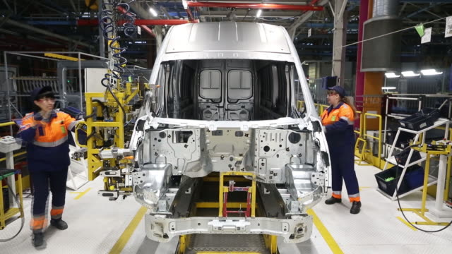 production of ford transit vehicles at the ford sollers plant in elabuga tatarstan russia on thursday january 30 2020 - autofabrik stock-videos und b-roll-filmmaterial