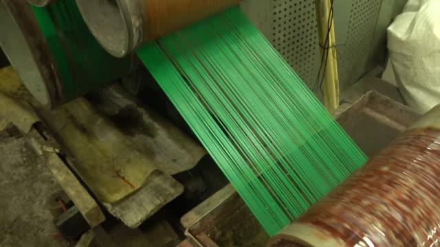 vídeos y material grabado en eventos de stock de producción de hilo de nylon en una fábrica - bobina