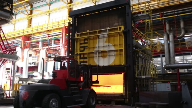 vídeos y material grabado en eventos de stock de production of stamp-welded pipeline parts the eterno plant, part of chelpipe group, in chelyabinsk, russia, on monday, feb 17, 2020. - secuencia sin editar