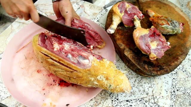 hd 1080 : 生産の白肉はチキンます。 - チョークの跡点の映像素材/bロール